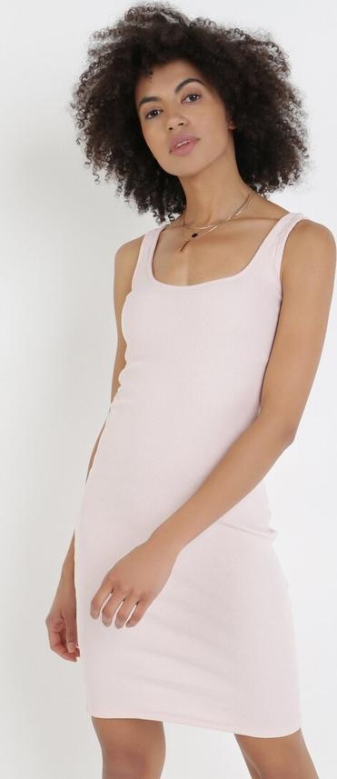 Różowa sukienka born2be w stylu casual mini dopasowana