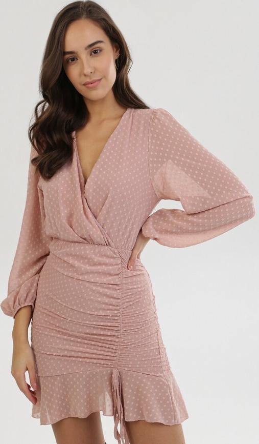 Różowa sukienka born2be z dekoltem w kształcie litery v mini z długim rękawem