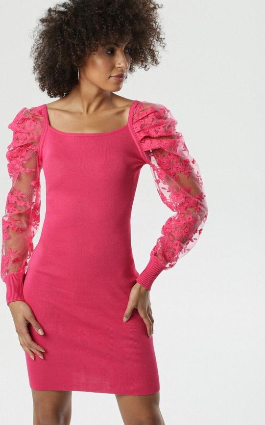Różowa sukienka born2be z długim rękawem mini dopasowana
