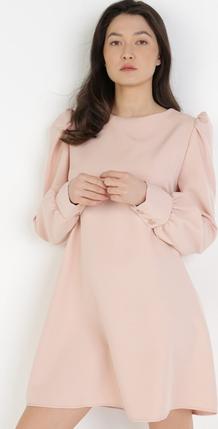Różowa sukienka born2be z długim rękawem mini w stylu casual