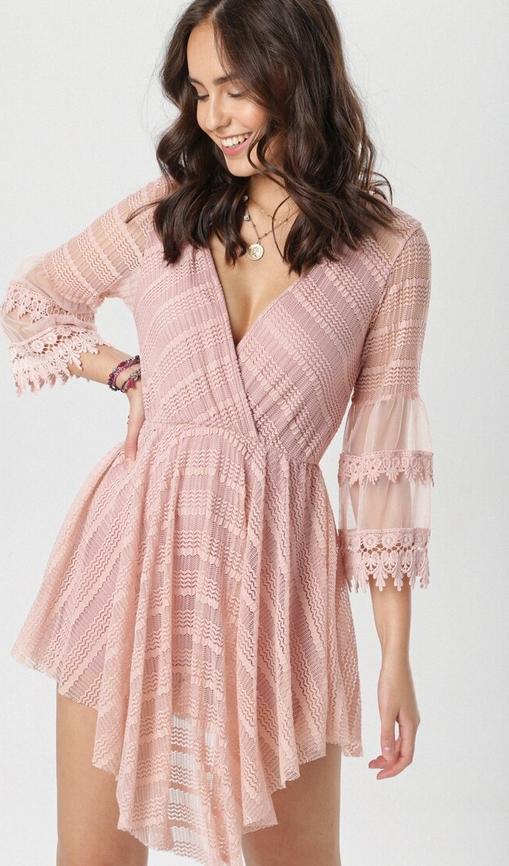 Różowa sukienka born2be z długim rękawem mini z dekoltem w kształcie litery v