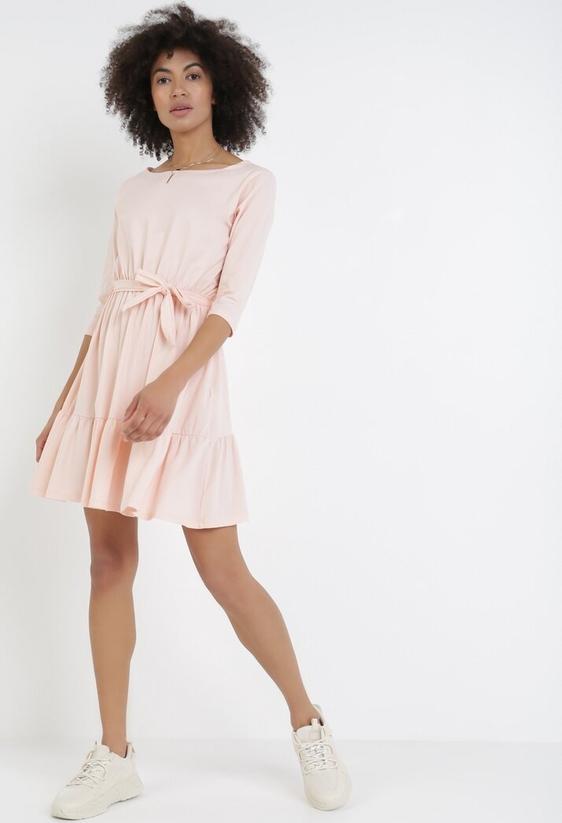 Różowa sukienka born2be z okrągłym dekoltem mini
