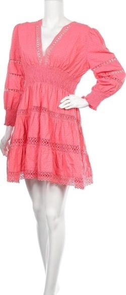 Różowa sukienka By Malina z dekoltem w kształcie litery v