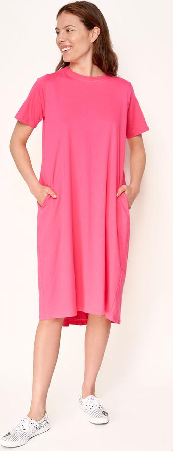 Różowa sukienka Byinsomnia z okrągłym dekoltem z bawełny