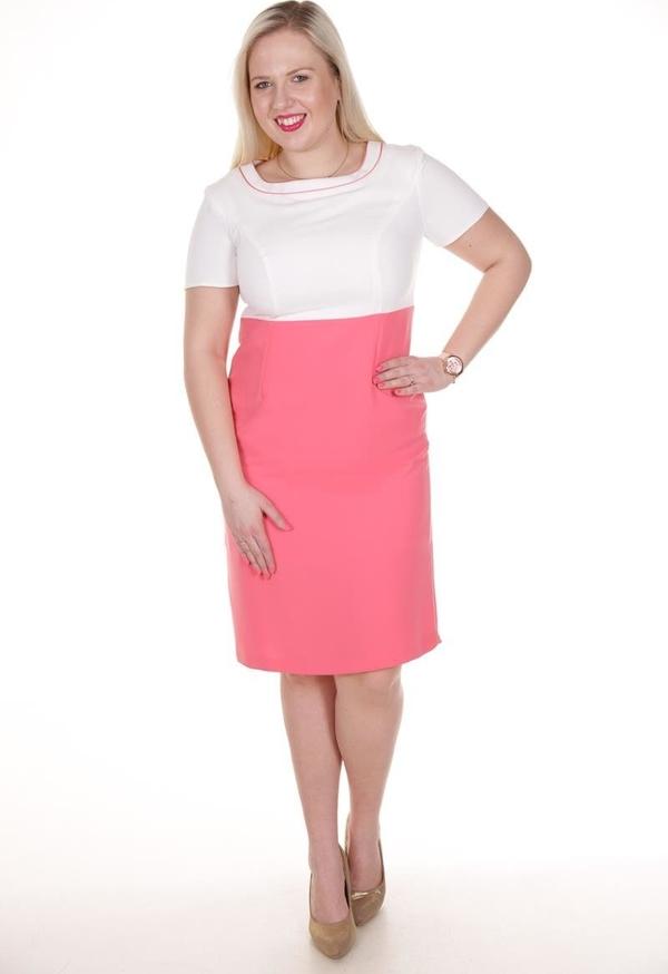 Różowa sukienka Fokus z krótkim rękawem z okrągłym dekoltem