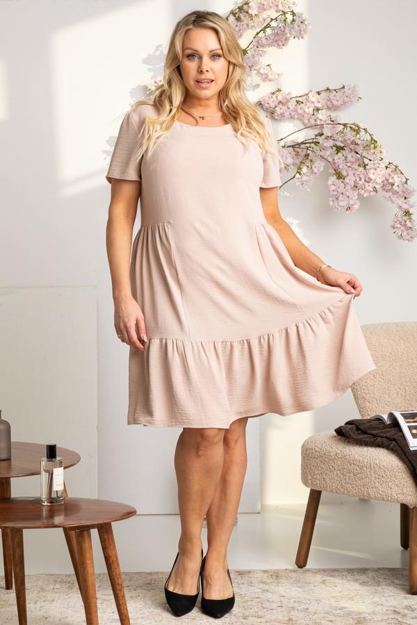 Różowa sukienka KARKO z okrągłym dekoltem w stylu casual mini