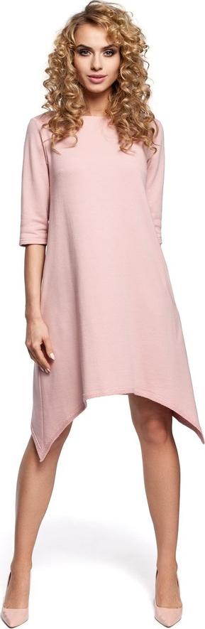 Różowa sukienka Merg z długim rękawem asymetryczna