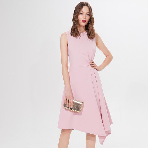Różowa sukienka Mohito midi bez rękawów asymetryczna