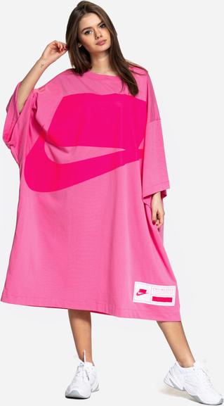 Różowa sukienka Nike z długim rękawem midi w sportowym stylu