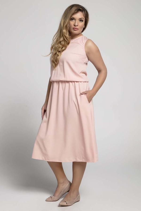 Różowa sukienka Nommo midi z okrągłym dekoltem dla puszystych