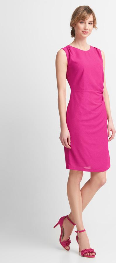 Różowa sukienka QUIOSQUE bez rękawów dopasowana