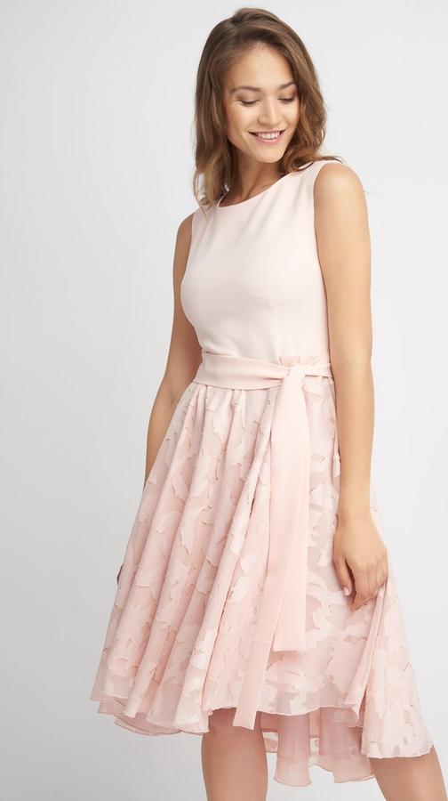 Różowa sukienka QUIOSQUE bez rękawów mini