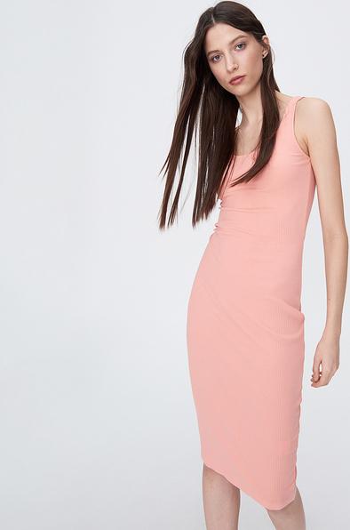 Różowa sukienka Sinsay midi z okrągłym dekoltem