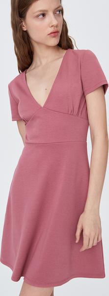 Różowa sukienka Sinsay rozkloszowana z dekoltem w kształcie litery v z krótkim rękawem