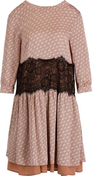 Różowa sukienka Twinset z długim rękawem z okrągłym dekoltem rozkloszowana