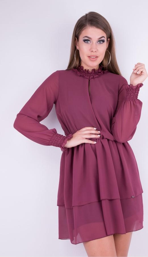 Różowa sukienka WIBS z długim rękawem midi z dekoltem typu choker
