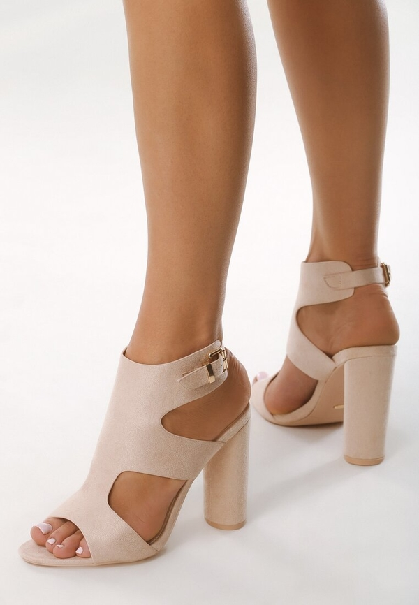 Różowe sandały born2be na wysokim obcasie z klamrami