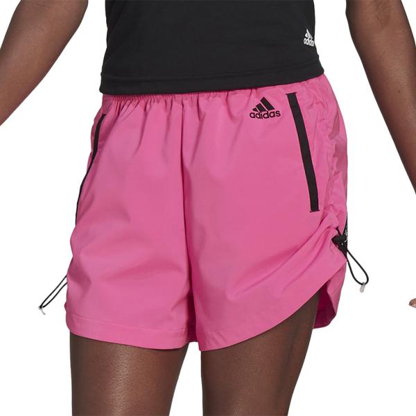 Różowe szorty Adidas w sportowym stylu
