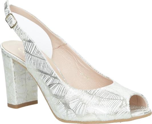 Sandały Casu z klamrami ze skóry na średnim obcasie