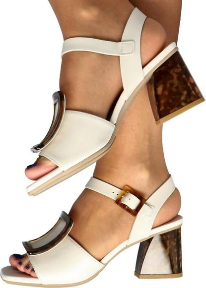 Sandały Hispanitas z klamrami