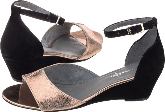 8445bb10 Czarne sandały Maciejka z klamrami na koturnie na niskim obcasie