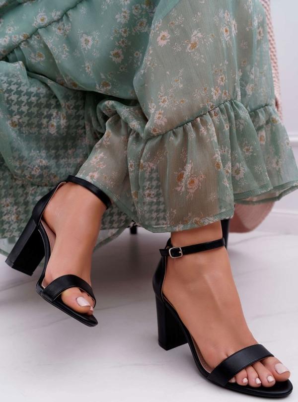 Sandały Ps1 z klamrami
