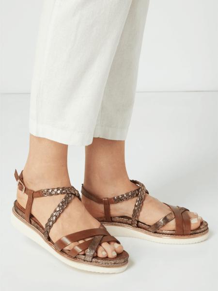 Sandały Tamaris ze skóry z klamrami na platformie