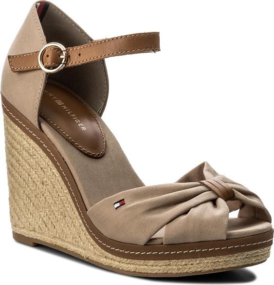 7a9c8bf3e9e30 Brązowe sandały tommy hilfiger w stylu casual z tkaniny na koturnie