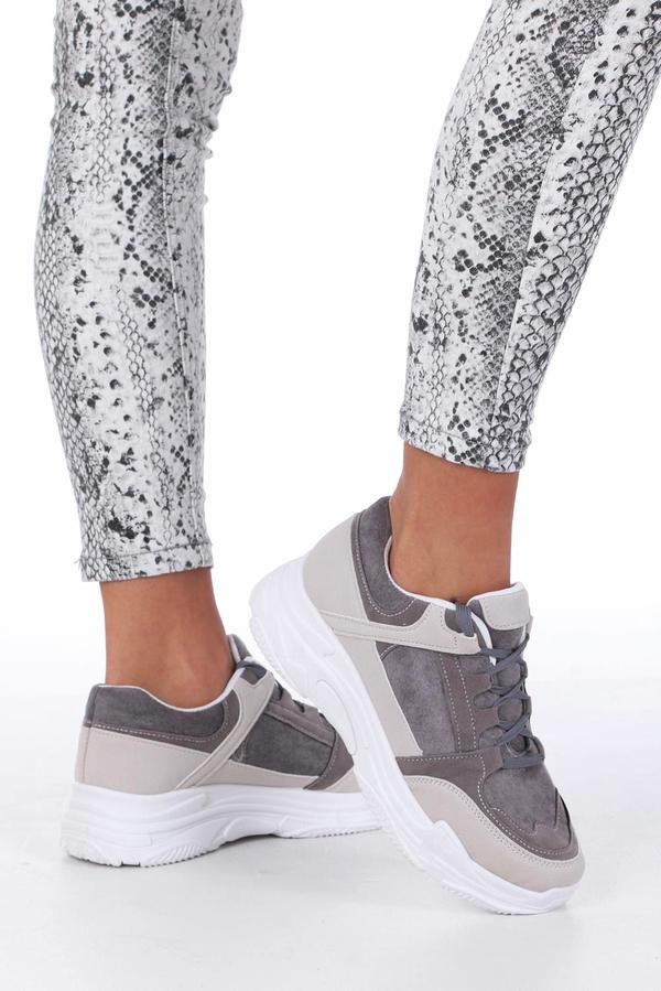 Sneakersy Casu z płaską podeszwą
