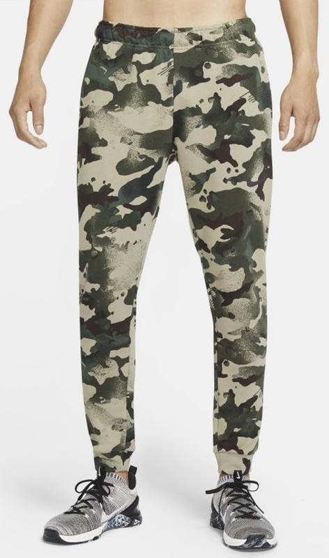 Spodnie sportowe Nike w militarnym stylu