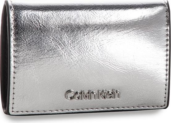 Srebrny portfel Calvin Klein