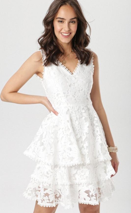 Sukienka born2be bez rękawów z dekoltem w kształcie litery v rozkloszowana