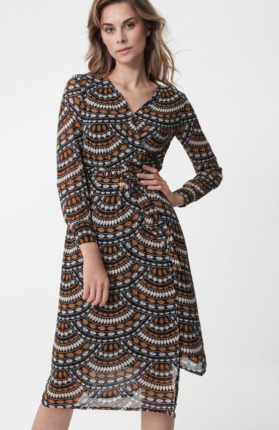 Sukienka born2be kopertowa z długim rękawem midi