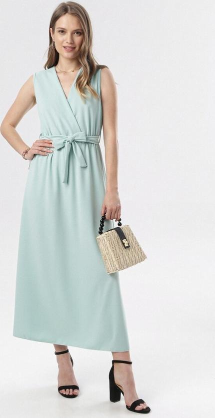 Sukienka born2be maxi w stylu casual z dekoltem w kształcie litery v