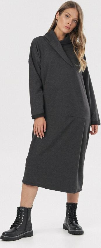 Sukienka born2be midi z długim rękawem z golfem