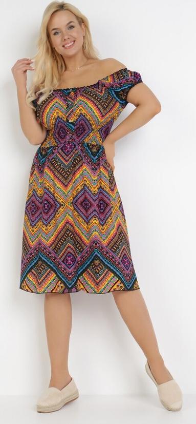 Sukienka born2be midi z krótkim rękawem