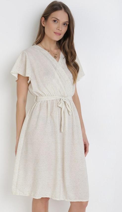 Sukienka born2be z dekoltem w kształcie litery v mini w stylu casual
