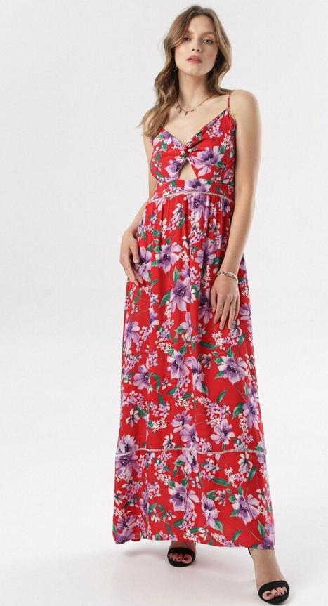 Sukienka born2be z dekoltem w kształcie litery v w stylu casual