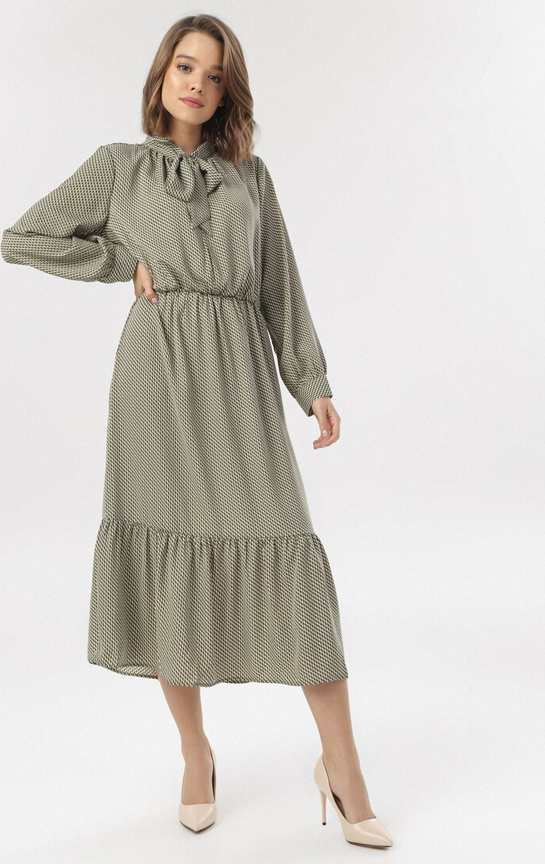 Sukienka born2be z żabotem z długim rękawem