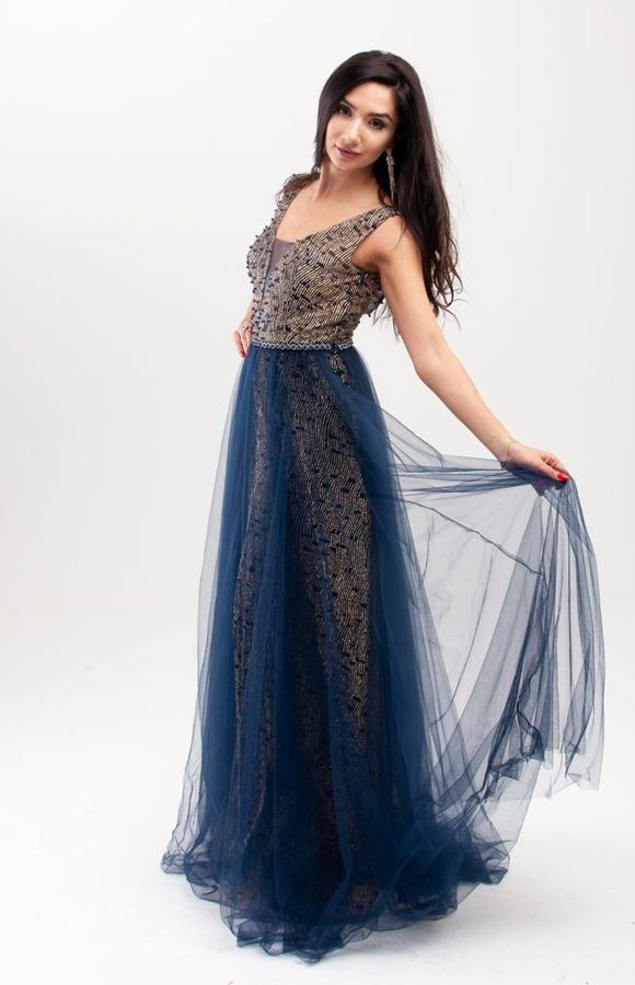 Sukienka Butik Ecru rozkloszowana z tiulu z dekoltem w kształcie litery v