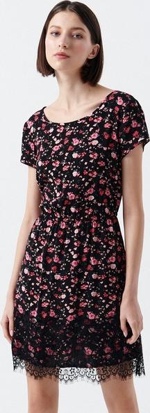 Sukienka Cropp z krótkim rękawem z okrągłym dekoltem