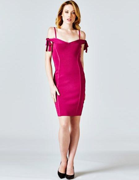 Sukienka Guess z krótkim rękawem dopasowana