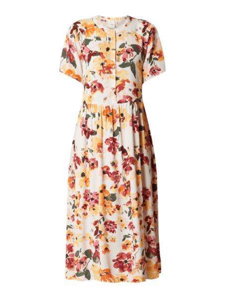 Sukienka Ichi w stylu boho z krótkim rękawem rozkloszowana