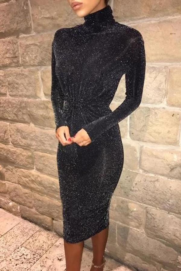 Sukienka IVET dopasowana z golfem z długim rękawem