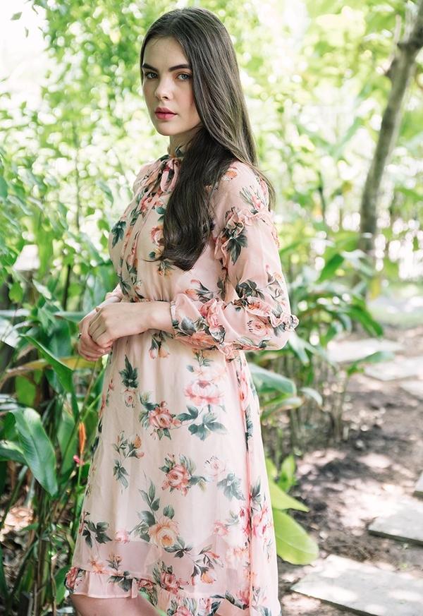 Sukienka Justmelove z długim rękawem z dekoltem w kształcie litery v