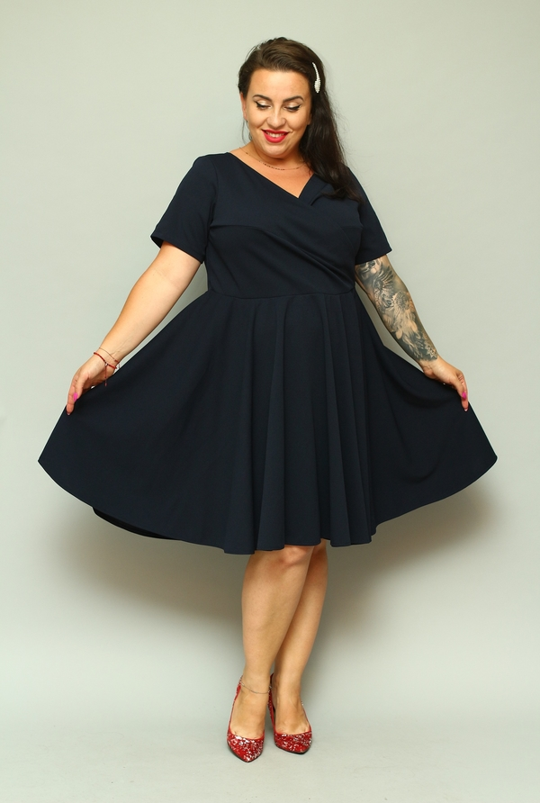 Sukienka KARKO dla puszystych z krótkim rękawem