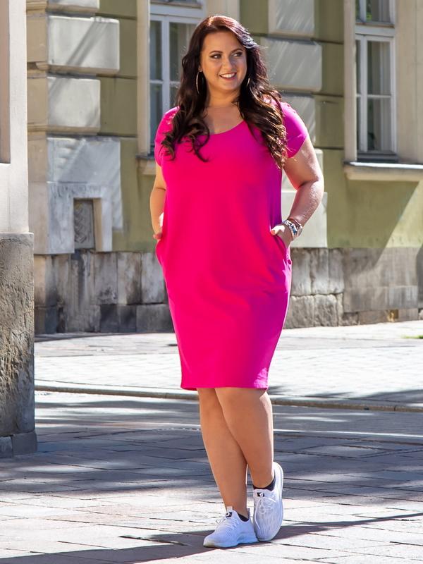 Sukienka KARKO w sportowym stylu midi z krótkim rękawem