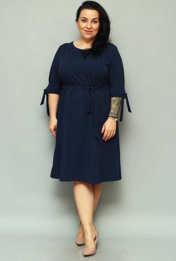 Sukienka KARKO z długim rękawem z okrągłym dekoltem dla puszystych