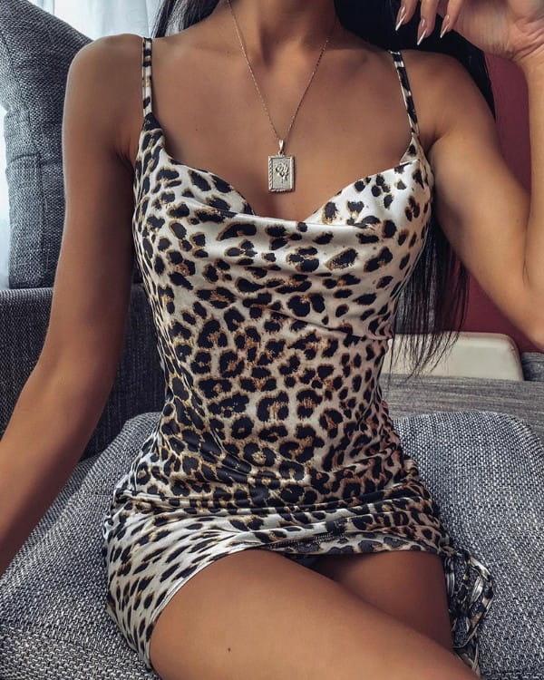 Sukienka Kendallme na ramiączkach w stylu casual dopasowana
