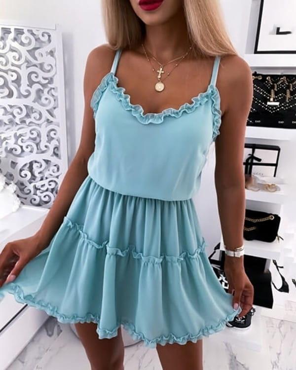 Sukienka Kendallme z dekoltem w kształcie litery v mini rozkloszowana